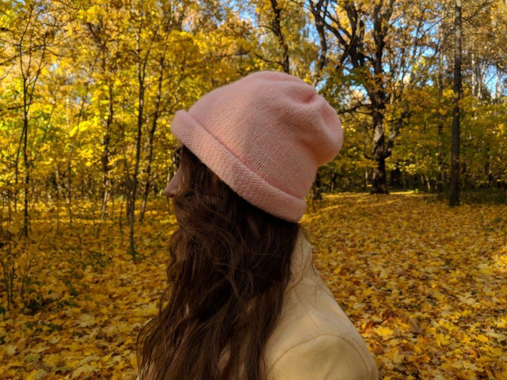 Шапка на осень спицами