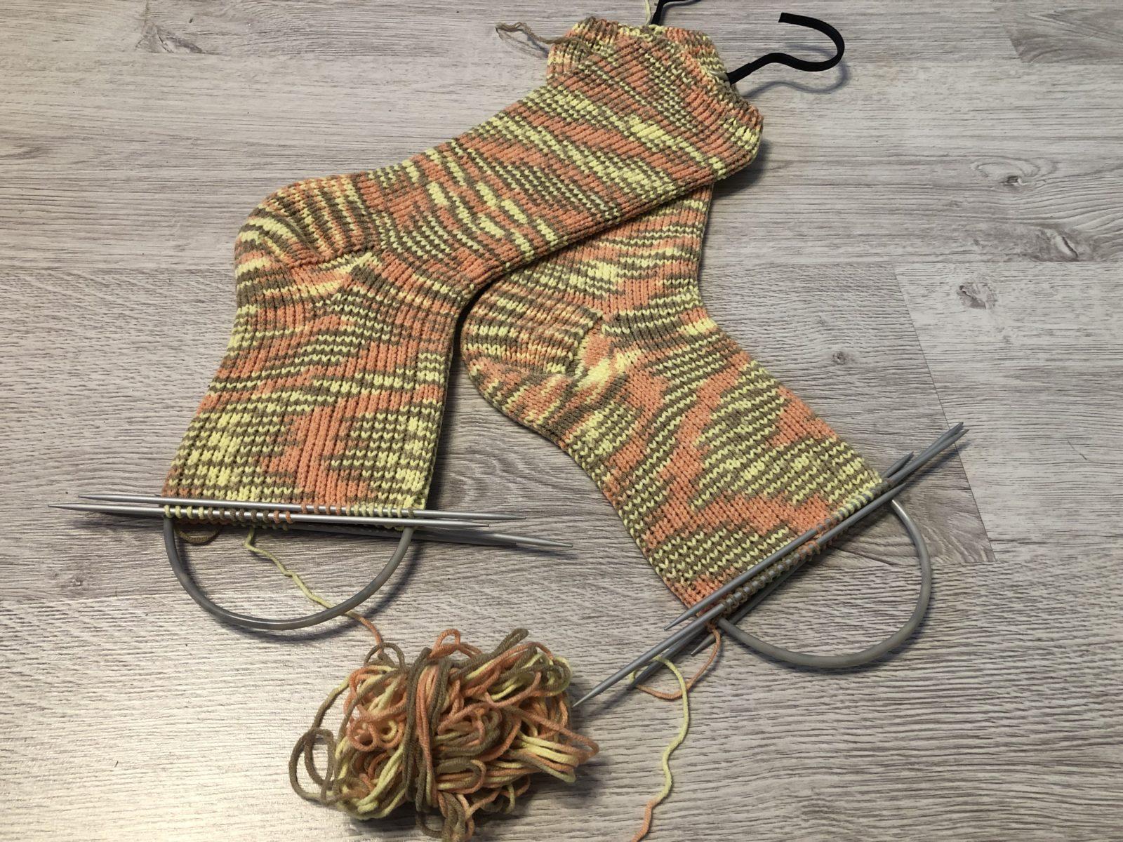 Простые носки спицами для начинающих
