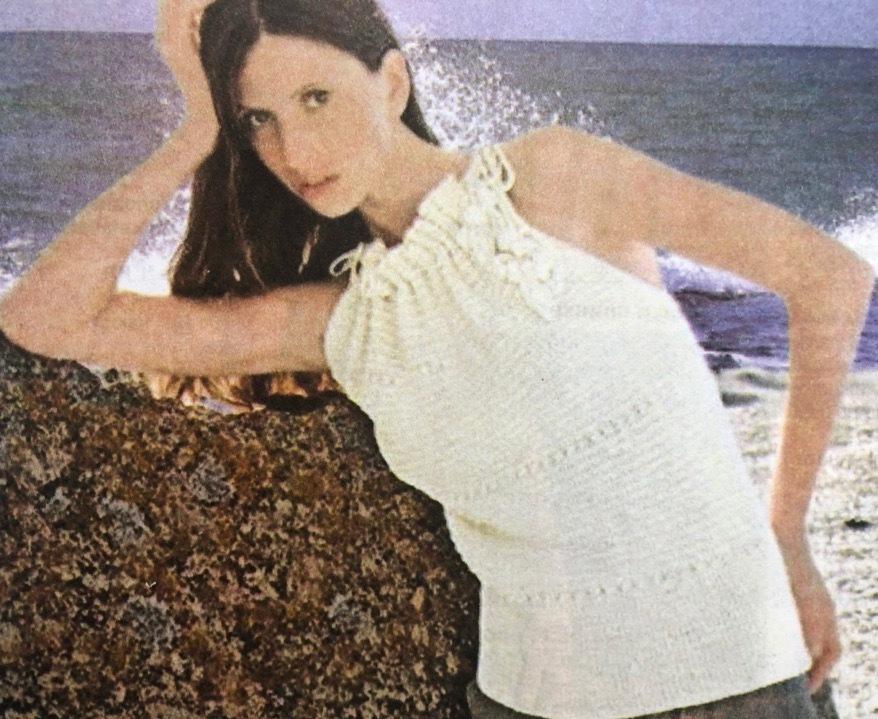 Женский пуловер с рукавами спицами