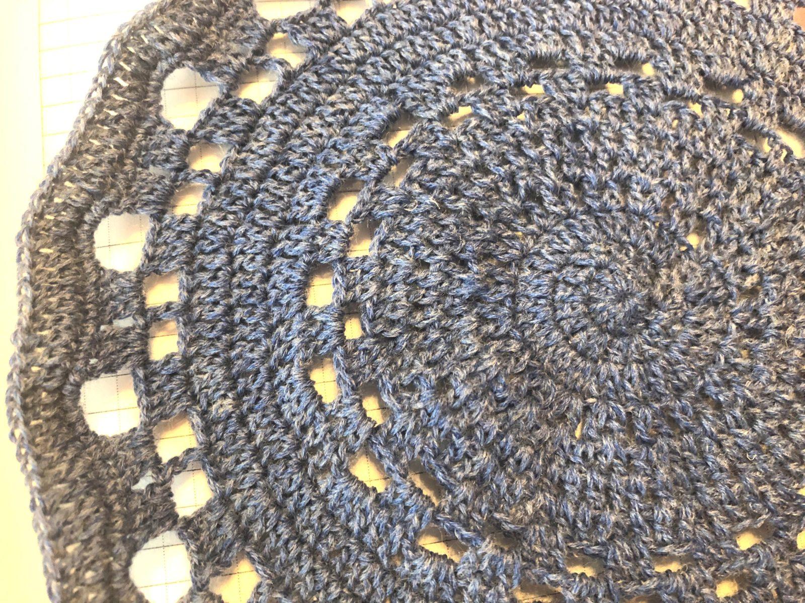 Вязаная летняя шапка крючком