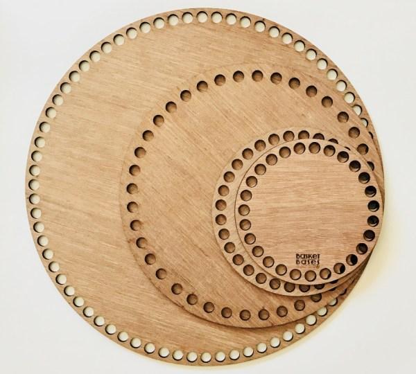 Корзинка из трикотажной пряжи с деревянным дном