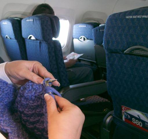 Можно ли вязать в самолете