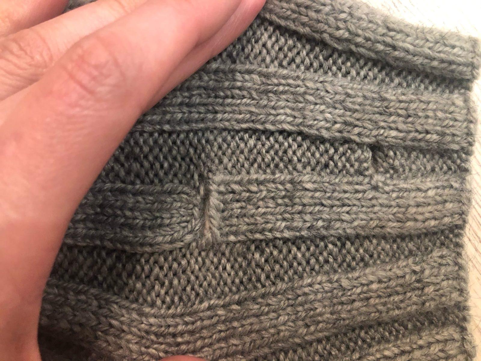 Разрез для петель на шарфе