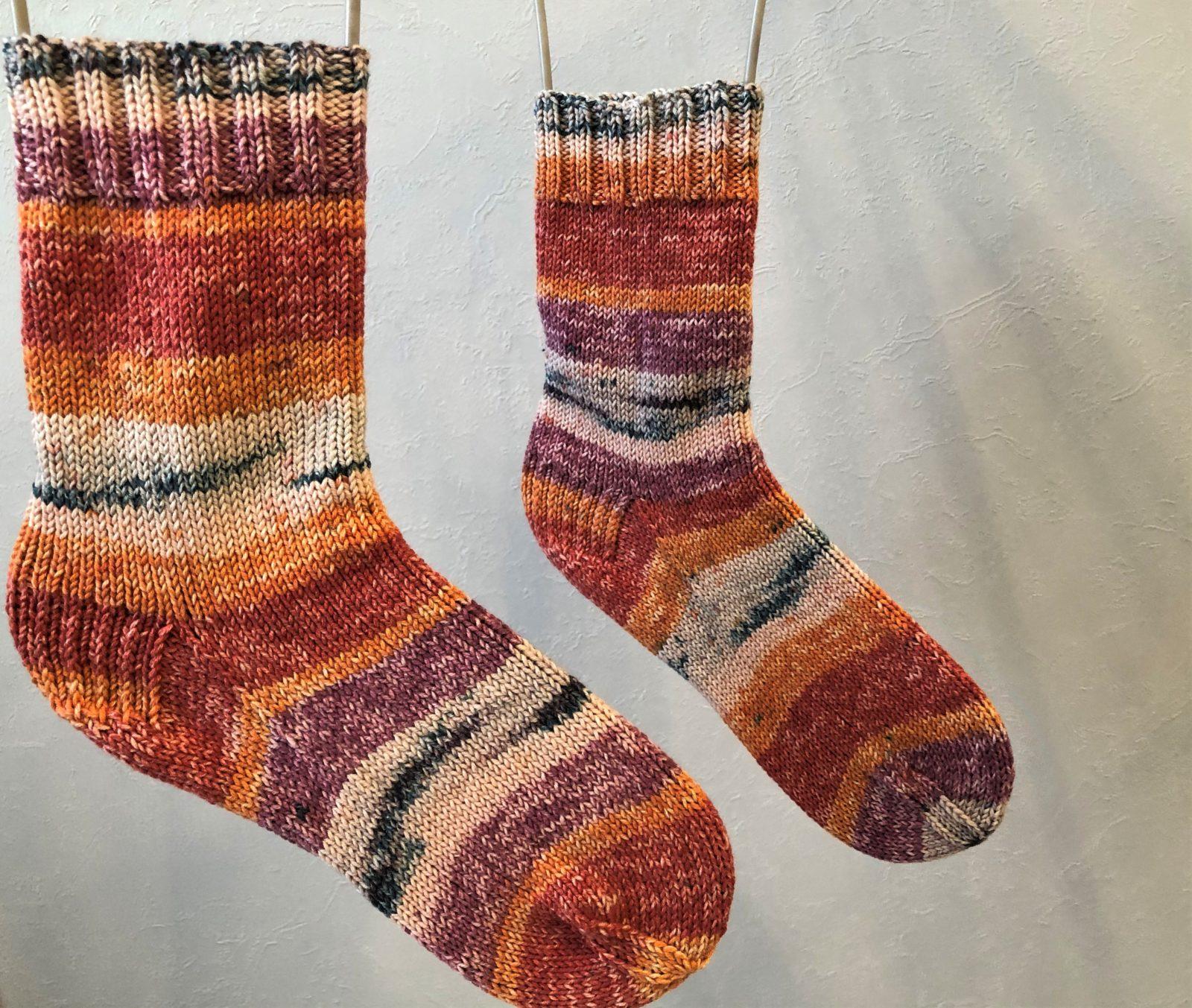Вязаные носки из секционной пряжи