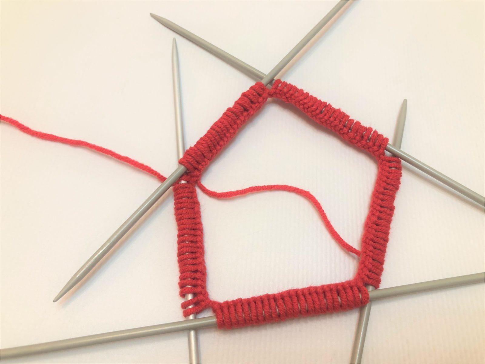 Соединяем вязание в круг