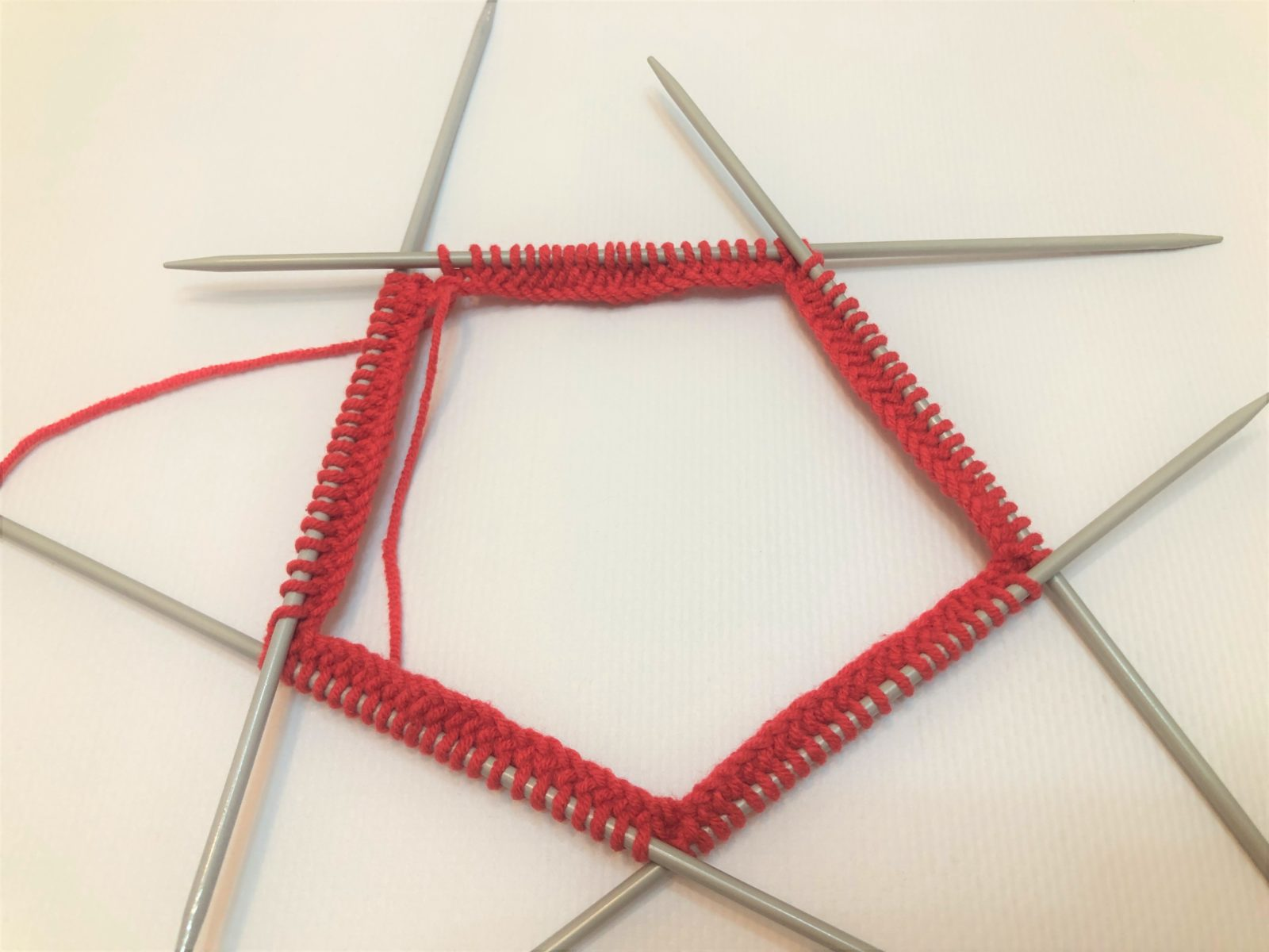 1 ряд вязания звезды спицами