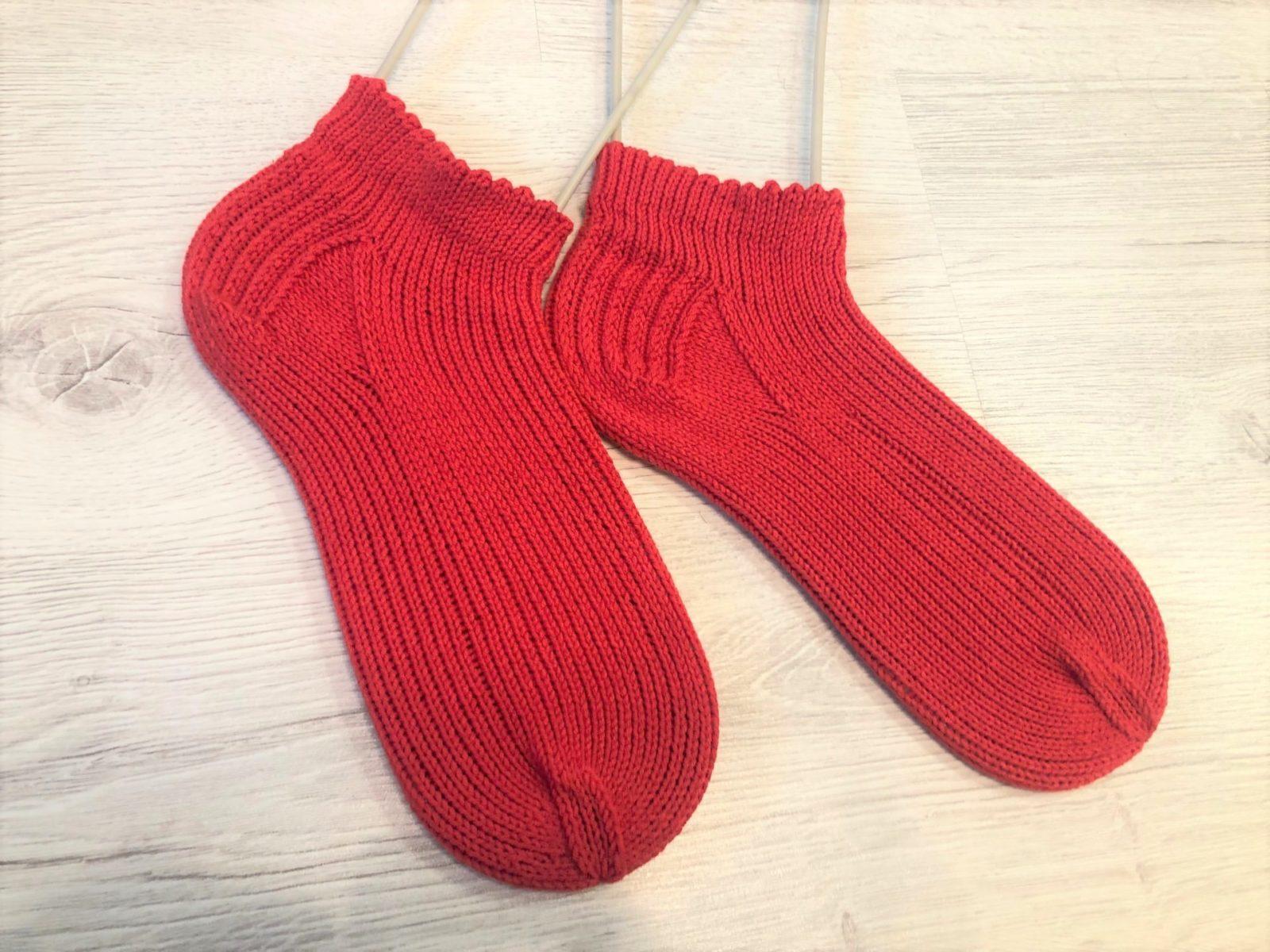 Спортивные носки спицами