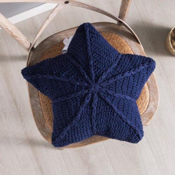 Звезда подушка спицами