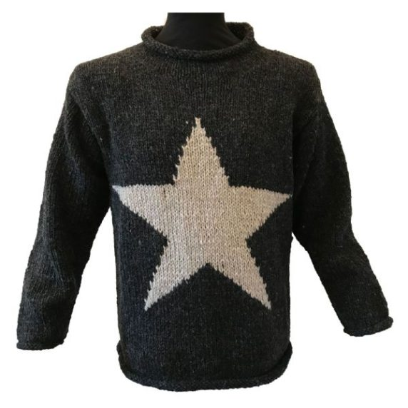 Вязаная звезда на одежде