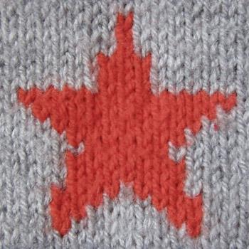 Вязаная звезда на полотне